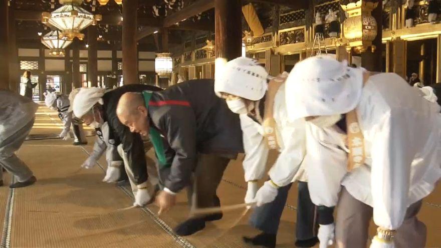 Dépoussiérage des deux principaux temples bouddhistes de Tokyo