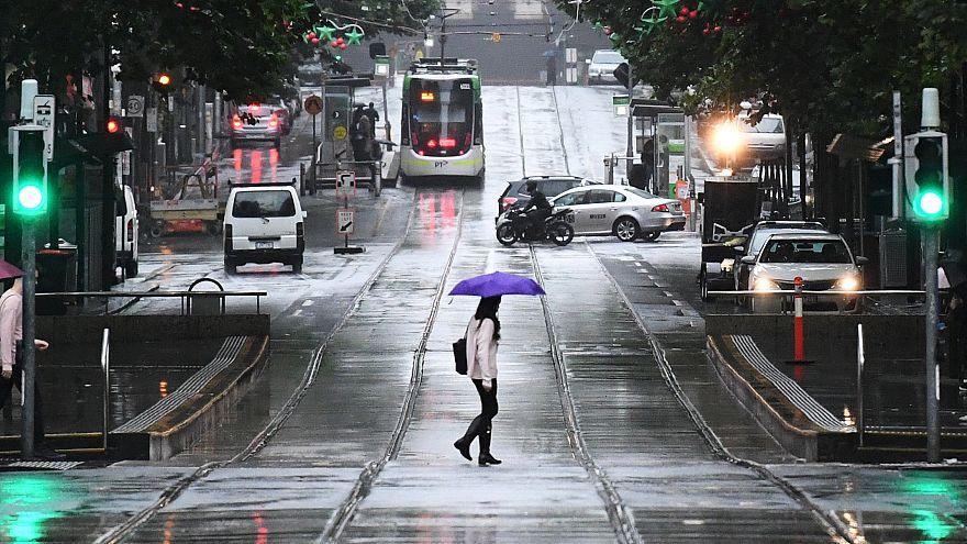 Melbourne'de şiddetli dolu yağışı hayatı felç etti