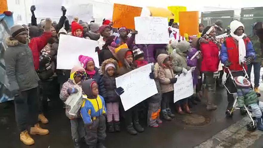 Menekültek tüntettek Németországban