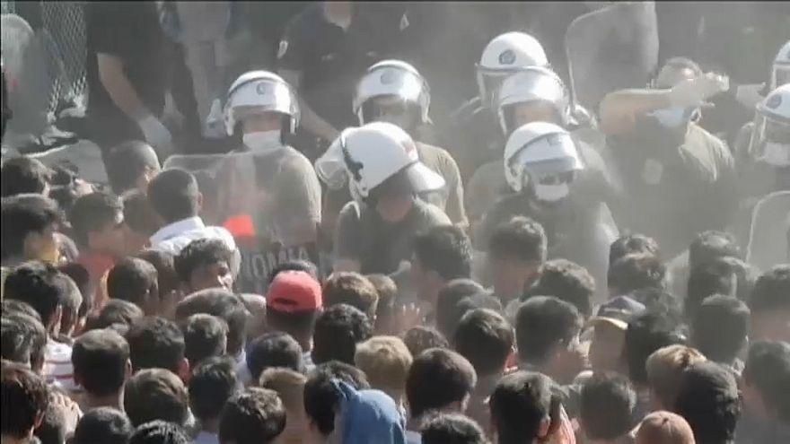 Dez feridos em confrontos no campo de refugiados de Moria