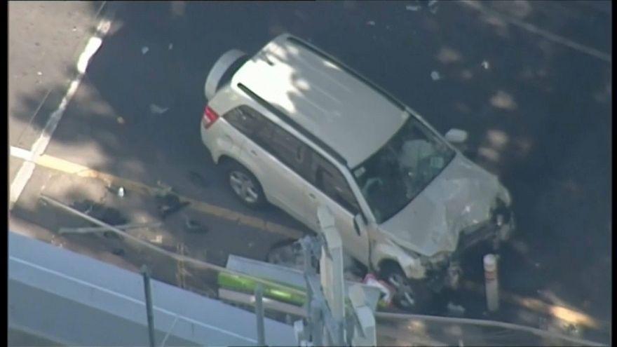 Australie : une voiture fonce sur des piétons