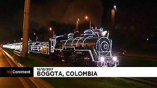 Bogotá: beleuchteter Weihnachtszug