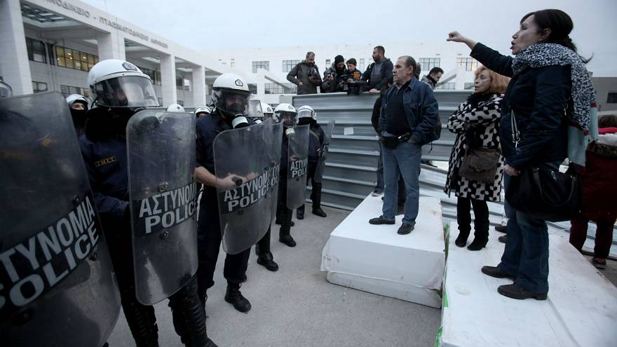 Ελλάδα: Υπερψηφίστηκε η ρύθμιση για την προστασία των πλειστηριασμών