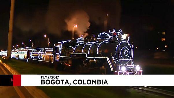 Il treno illuminato che attraversa Bogotà