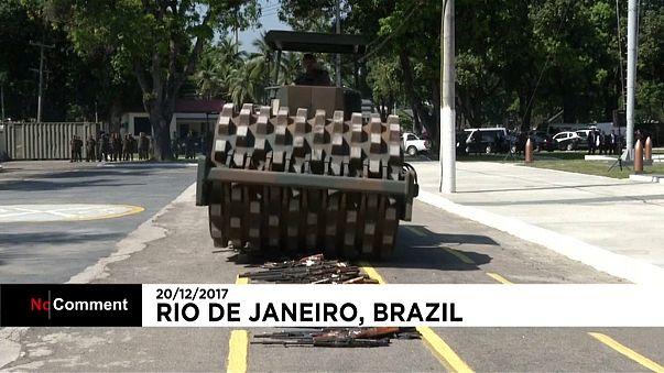La demolizione delle armi in Brasile