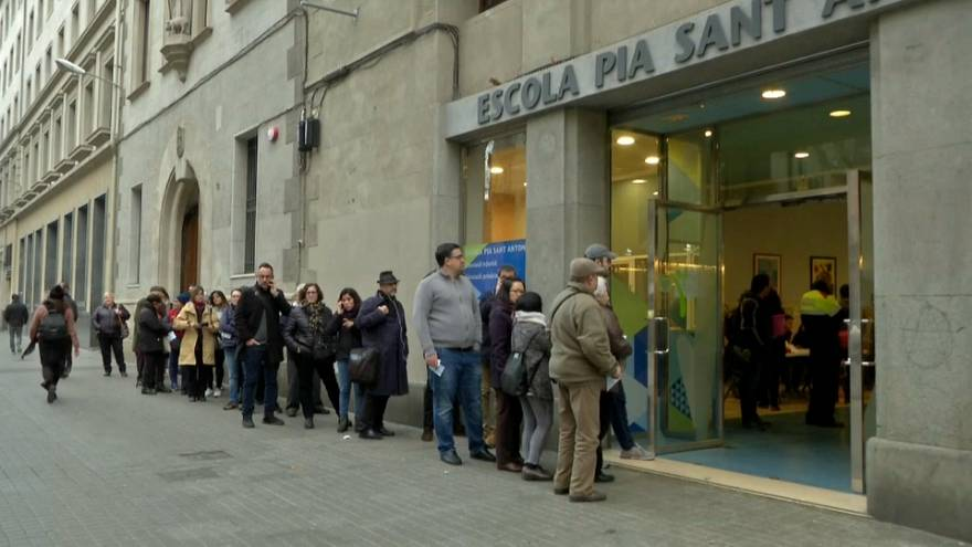 Mucha afluencia y voto dispar en las elecciones catalanas del 21-D
