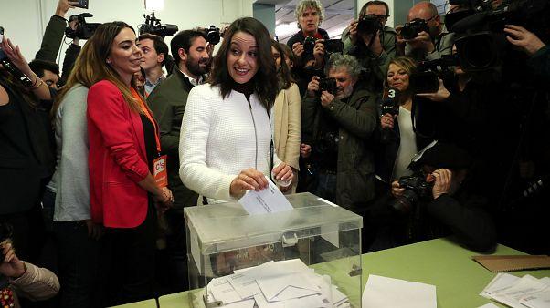 Ines Arrimadas bei der Stimmabgabe