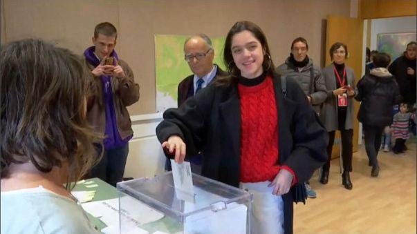 """Catalogna: 18enne """"offre"""" il suo voto a Puigdemont"""