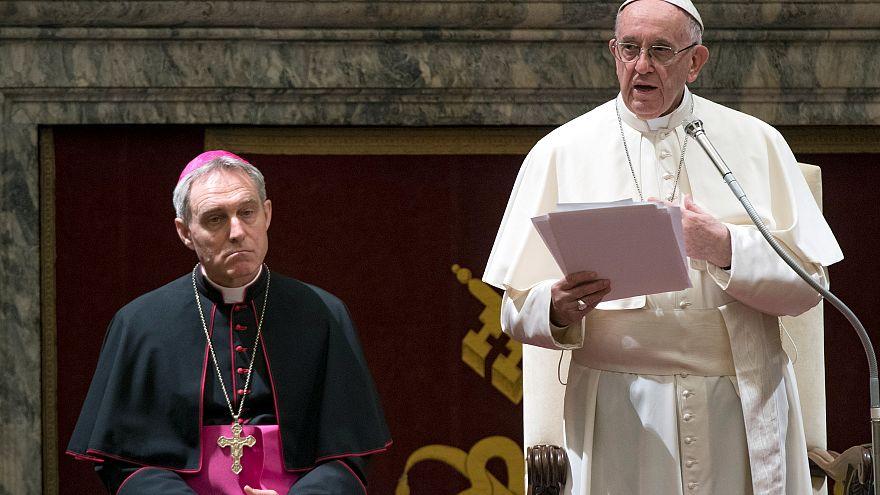 El papa Francisco dirige un crítico mensaje a la Curia Romana