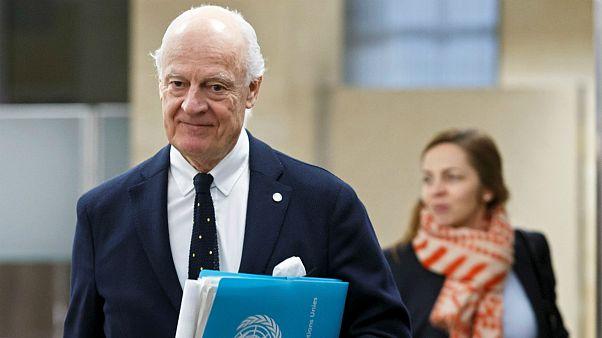 ديمستورا بين جنيف وآستانا والحكومة تمنع المساعدات من الوصول إلى السوريين