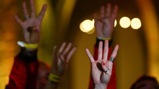 Elezioni in Catalogna, la vittoria indipendentista raccontata per immagini