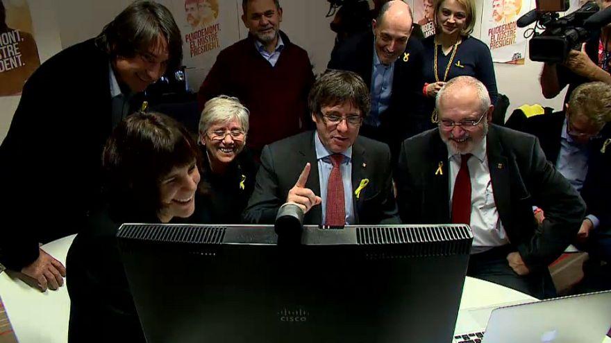 Puigdemont y los exconsejeros siguen la noche electoral desde Bruselas