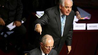 Au Pérou, le président échappe à la destitution