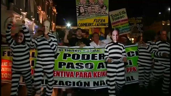 Перу: президент сумел избежать импичмента на фоне коррупционного скандала