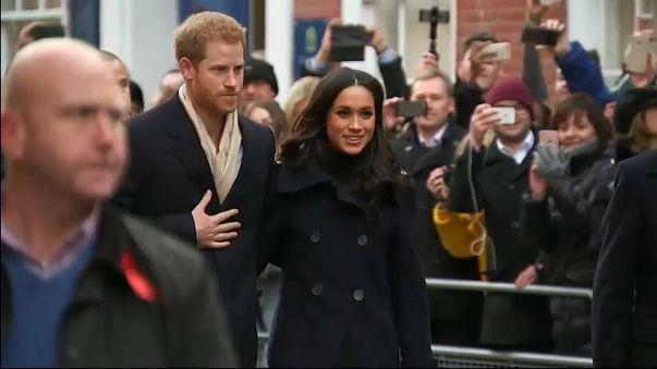 ميغان في حضرة الأجيال الثلاثة من العائلة الملكية البريطانية