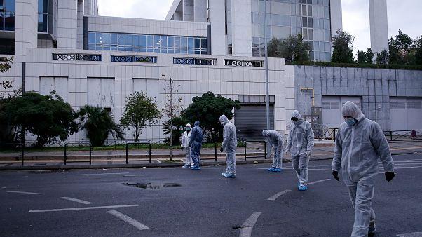 Άνδρες της αντιτρομοκρατικής έξω από το Εφετείο Αθηνών