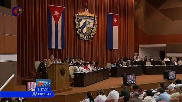 Később távozik Raúl Castro