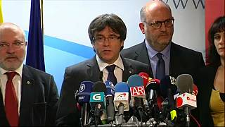 Puigdemont párbeszédet sürget
