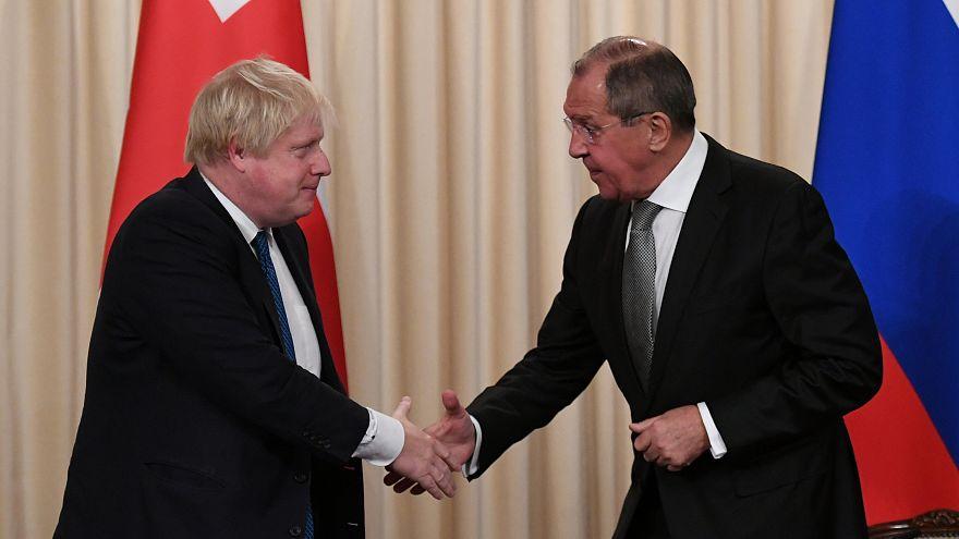 Boris Johnson e Sergej Lavrov a Mosca