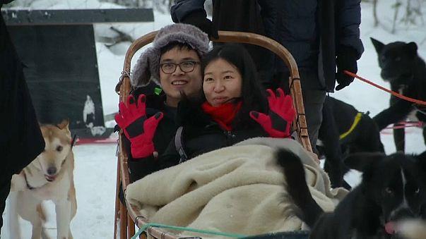 Asiatische Touristen begeistert von Lappland