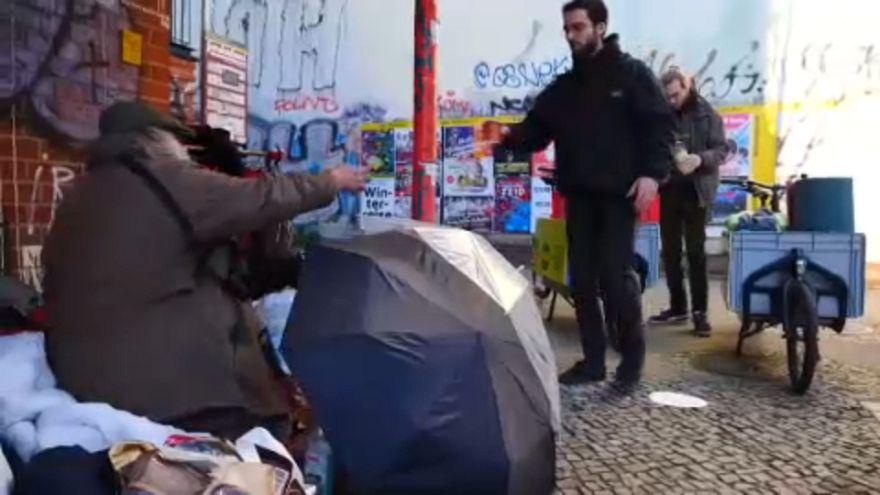 Biciklin érkezik melegség a berlini hajléktalanok életébe