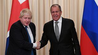 Johnson Rusya'ya resmi ziyarette bulundu