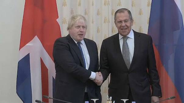Boris Johnson visita Moscovo e deixa avisos