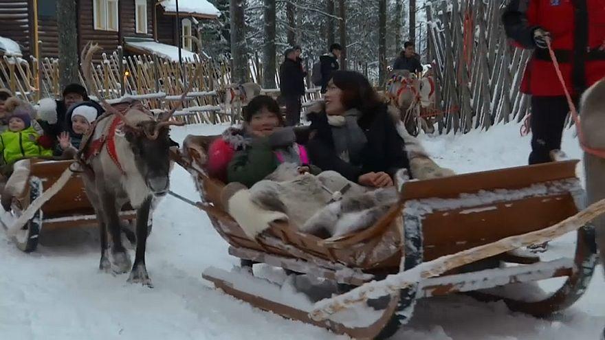Азиатские туристы едут в Лапландию