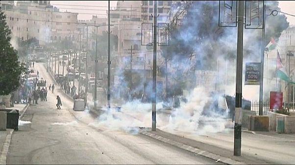 Two Palestinians die in fresh violence over Jerusalem's status