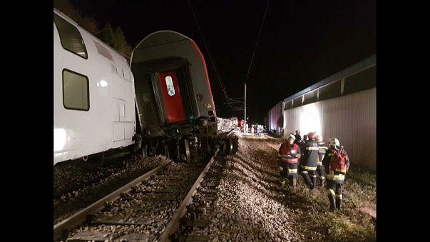 إصابة 12 شخصاً على الأقل في اصطدام قطارين في النمسا
