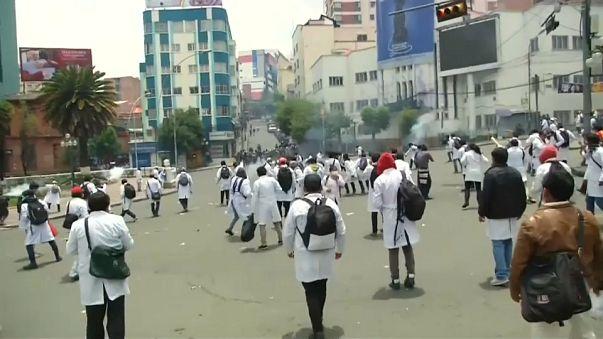 Bolivien: Auseinandersetzungen zwischen Medizinern und Polizei