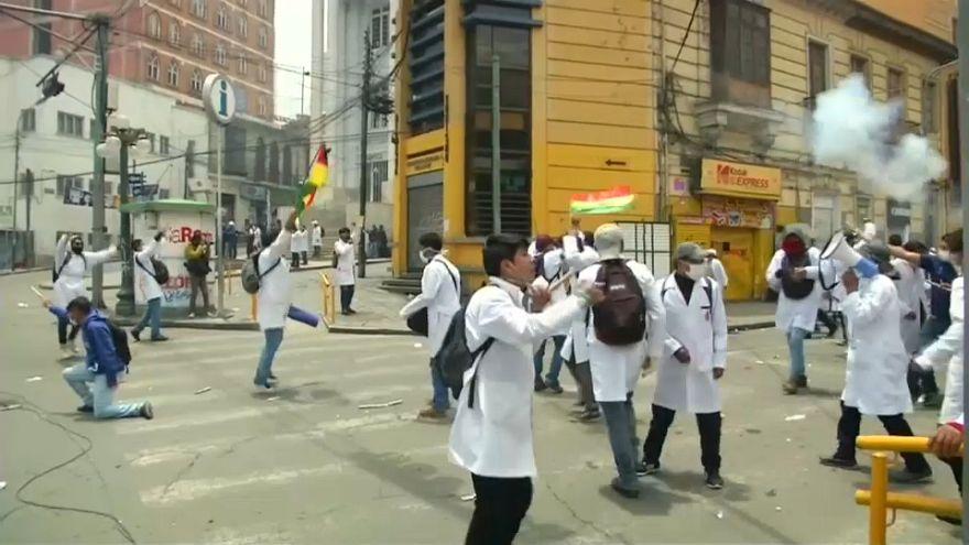 Bolivya'da sağlık emekçileri sokakta