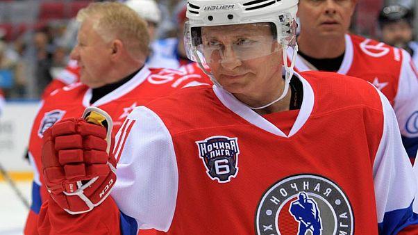 ویدئوی بازی هاکی روی یخ پوتین در میدان سرخ مسکو