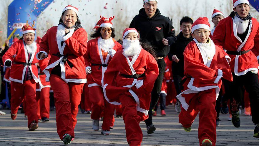 Mamás y Papás Noel de todas las edades invaden Pekín