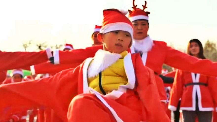 مسابقه دو میان بابانوئلها در پکن