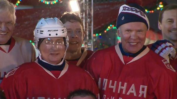 Putin gioca a hockey e accusa gli Usa di fomentare l'Ucraina