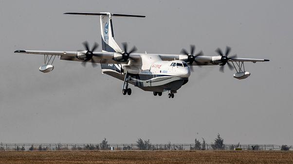 Dünyanın en büyük amfibik uçağı Çin'deki ilk uçuşunu yaptı