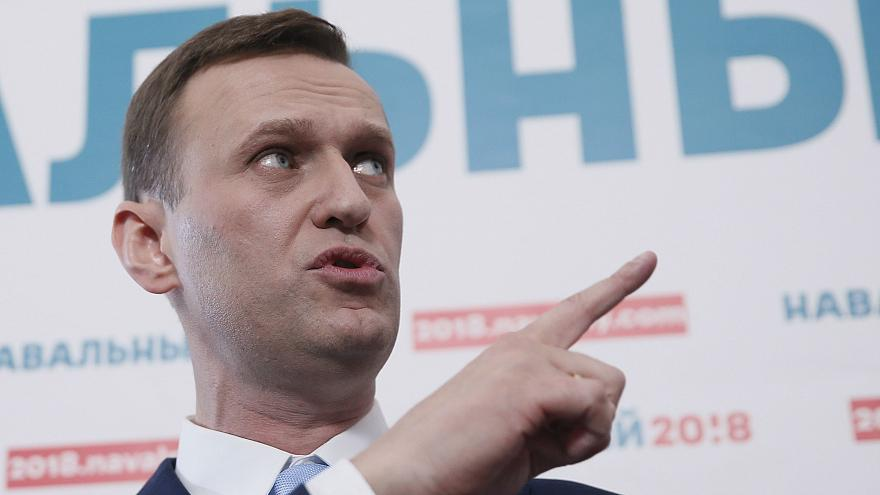 Thousands of Russians endorse Putin election challenger, Navalny
