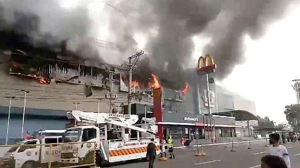 Φιλιππίνες: Δεκάδες νεκροί από την πυρκαγιά στο Νταβάο