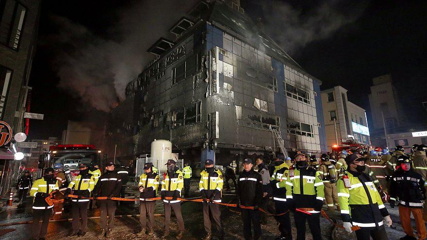 Incendie à Jecheon : le plafond du parking au centre de l'enquête