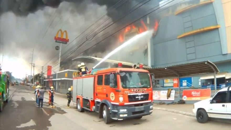 Alışveriş merkezinde yangın paniği