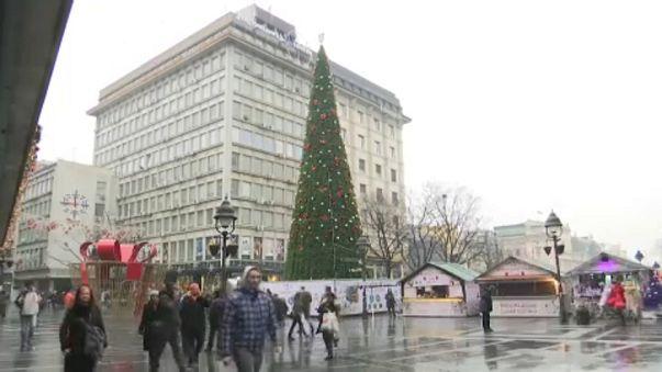 Korrupciós botrány lett a karácsonyfaállításból Belgrádban