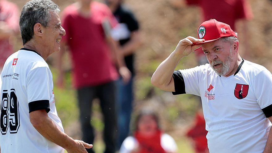 Lula da Silva e Chico Buarque juntos em jogo de futebol