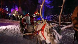 شاهد: بابا نويل يغادر مقره في فنلندا