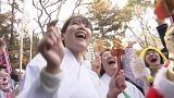 بالفيديو: الضحك بدون سبب ليس قلة في الأدب عند اليابانيين