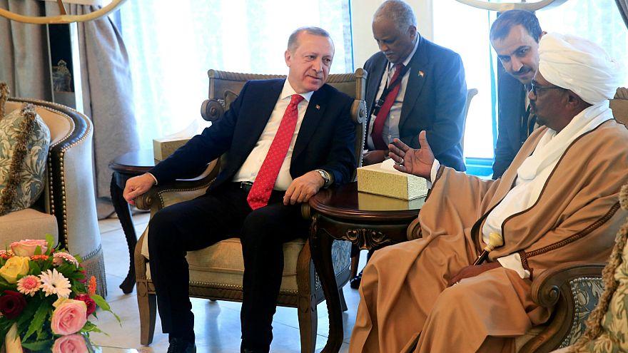 الرئيس السوداني يشيد بمواقف الرئيس التركي في التصدي لأمريكا