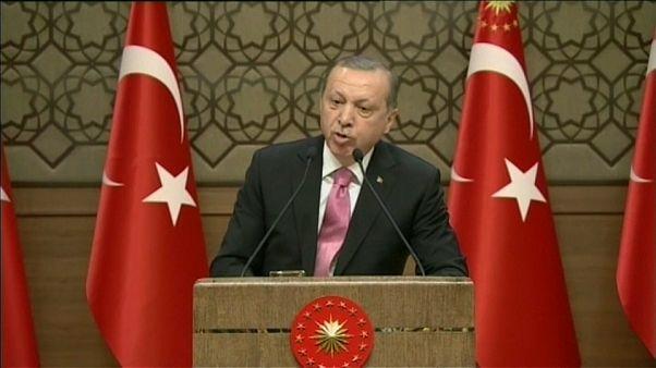 Türkei: Entlassung hunderter Staatsbediensteter