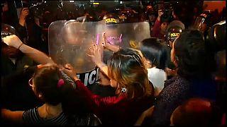 Manifestantes cara a cara con la policía