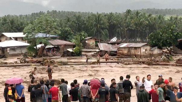 A caminho do Vietname, Tembin passa a tufão