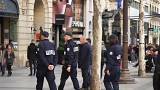 Em França, 97 mil agentes garantem a segurança no Natal